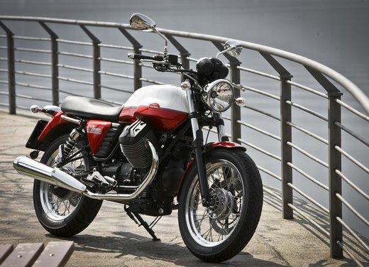 Nuova Moto Guzzi V7 test ride: classica, basic o sportiva - Foto 16 di 31