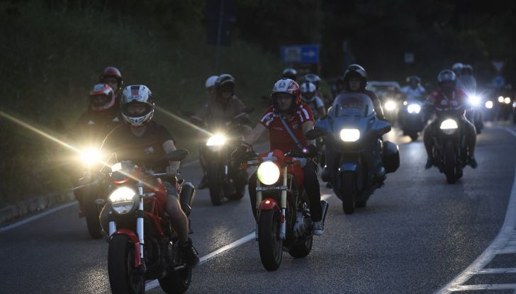 Ducati Supersport 936 2017: come ai vecchi tempi - Foto 17 di 29