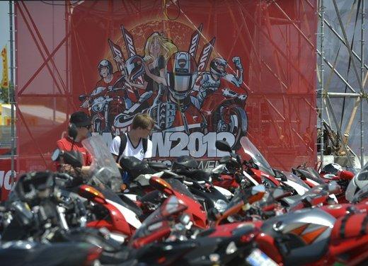 World Ducati Week 2012: Carlos Checa in sella alla Ducati 1199 Panigale - Foto 15 di 15