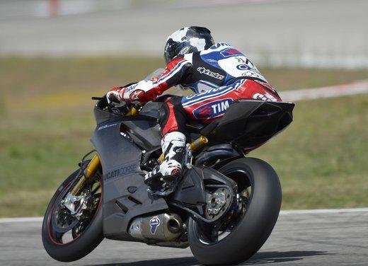 World Ducati Week 2012: Carlos Checa in sella alla Ducati 1199 Panigale - Foto 2 di 15