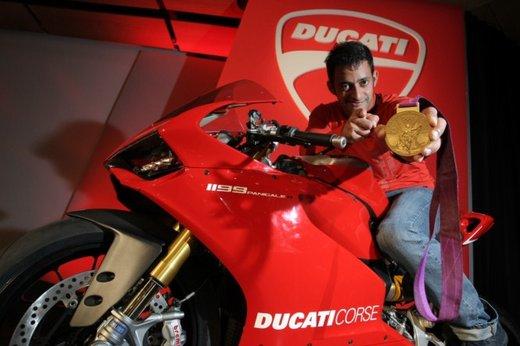 """Ducati 1199 Panigale riceve ad Eicma 2012 il premio """"Moto più Bella del Web 2013"""" - Foto 7 di 9"""