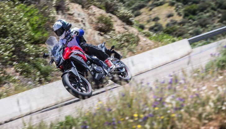 Test Honda CB 500X: divertimento e facilità immediata! - Foto 17 di 41