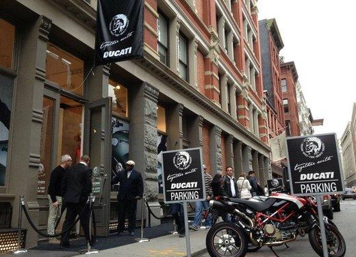 Ducati Monster Diesel nei Ducati Store - Foto 17 di 38