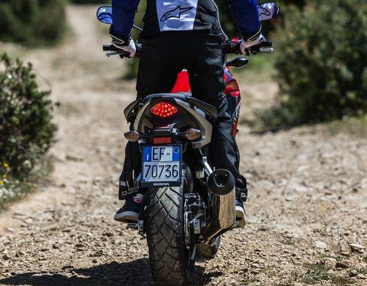 Test Honda CB 500X: divertimento e facilità immediata! - Foto 21 di 41