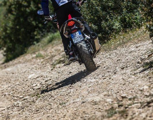 Test Honda CB 500X: divertimento e facilità immediata! - Foto 22 di 41