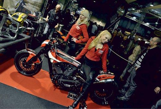 Tutte le più belle ragazze del Motor Bike Expo 2013 – Seconda fotogallery - Foto 7 di 24