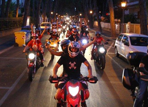 World Ducati Week 2012: Carlos Checa in sella alla Ducati 1199 Panigale - Foto 7 di 15