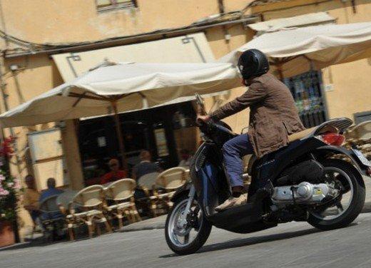 Aprilia Scarabeo 200 ie: prezzi, promozioni e novità dello scooter Aprilia - Foto 15 di 23