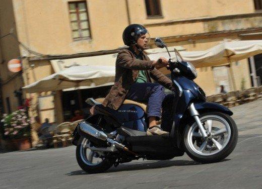 Aprilia Scarabeo 200 ie: prezzi, promozioni e novità dello scooter Aprilia - Foto 11 di 23