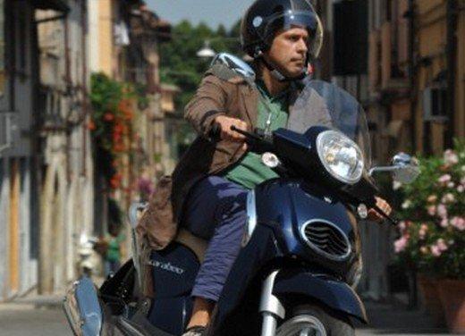 Aprilia Scarabeo 200 ie: prezzi, promozioni e novità dello scooter Aprilia - Foto 13 di 23