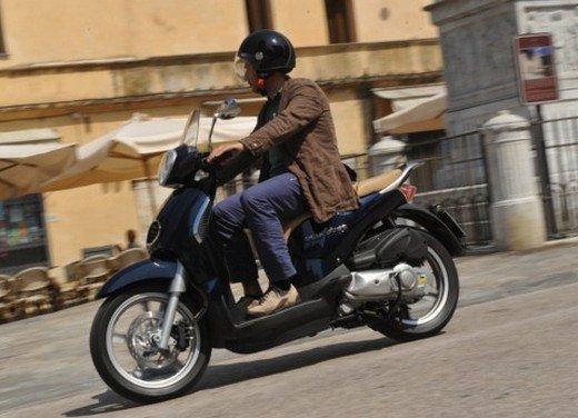 Aprilia Scarabeo 200 ie: prezzi, promozioni e novità dello scooter Aprilia - Foto 7 di 23