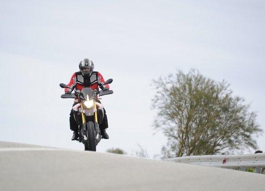 Aprilia Dorsoduro 1200 test ride: potenza sotto controllo - Foto 7 di 43