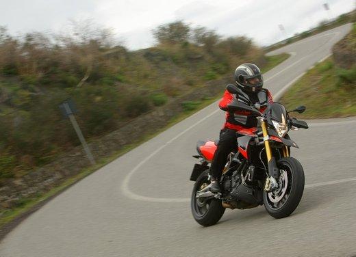 Aprilia Dorsoduro 1200 test ride: potenza sotto controllo - Foto 1 di 43
