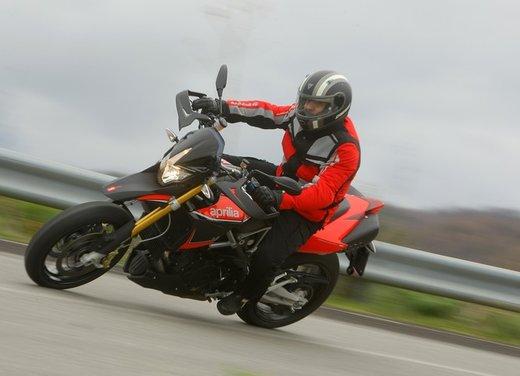 Aprilia Dorsoduro 1200 test ride: potenza sotto controllo - Foto 41 di 43