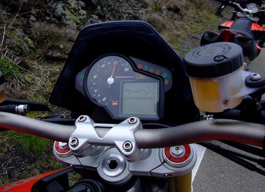 Aprilia Dorsoduro 1200 test ride: potenza sotto controllo - Foto 2 di 43