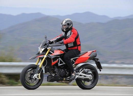 Aprilia Dorsoduro 1200 test ride: potenza sotto controllo - Foto 9 di 43