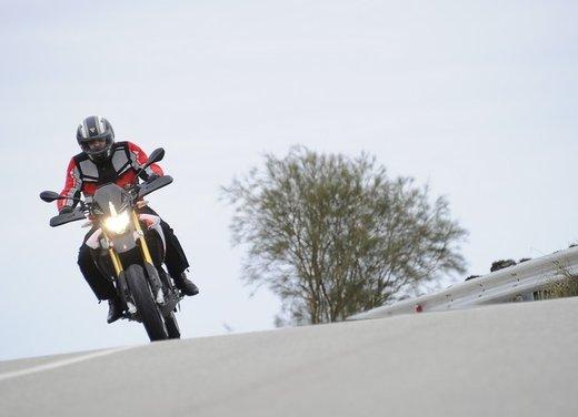 Aprilia Dorsoduro 1200 test ride: potenza sotto controllo - Foto 10 di 43