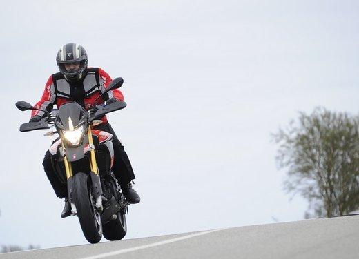 Aprilia Dorsoduro 1200 test ride: potenza sotto controllo - Foto 11 di 43