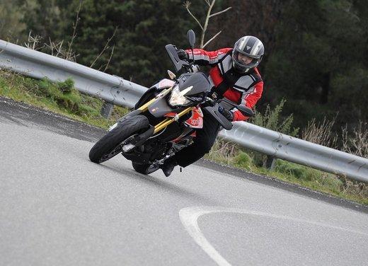 Aprilia Dorsoduro 1200 test ride: potenza sotto controllo - Foto 12 di 43