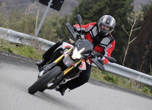 Aprilia Dorsoduro 1200 test ride: potenza sotto controllo - Foto 13 di 43