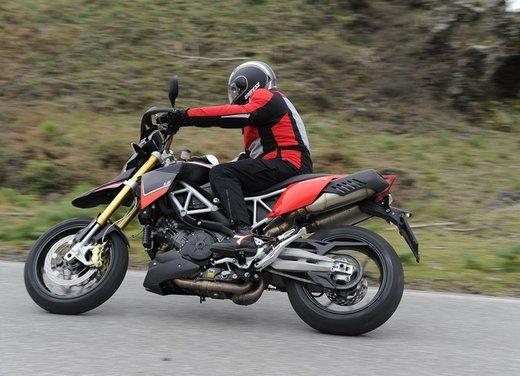 Aprilia Dorsoduro 1200 test ride: potenza sotto controllo - Foto 15 di 43