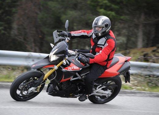 Aprilia Dorsoduro 1200 test ride: potenza sotto controllo - Foto 16 di 43