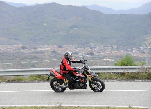 Aprilia Dorsoduro 1200 test ride: potenza sotto controllo - Foto 17 di 43