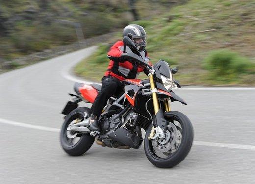 Aprilia Dorsoduro 1200 test ride: potenza sotto controllo - Foto 19 di 43