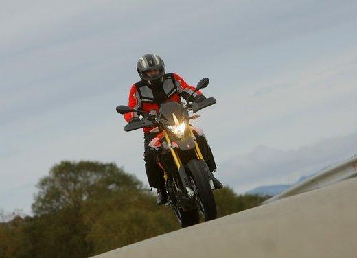 Aprilia Dorsoduro 1200 test ride: potenza sotto controllo - Foto 29 di 43