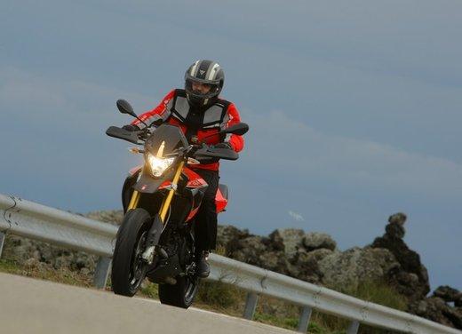 Aprilia Dorsoduro 1200 test ride: potenza sotto controllo - Foto 31 di 43
