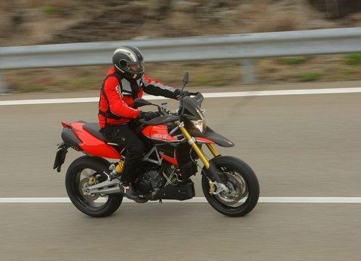 Aprilia Dorsoduro 1200 test ride: potenza sotto controllo - Foto 32 di 43