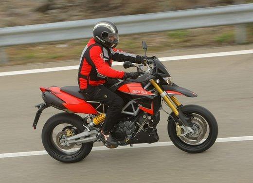 Aprilia Dorsoduro 1200 test ride: potenza sotto controllo - Foto 33 di 43
