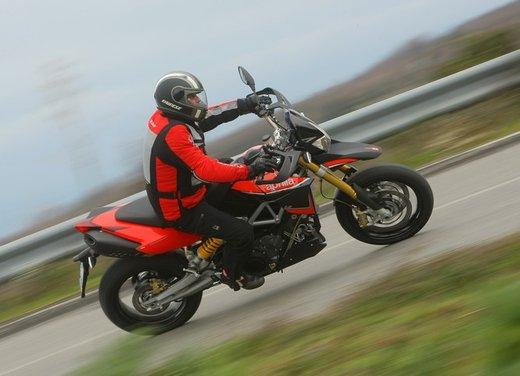 Aprilia Dorsoduro 1200 test ride: potenza sotto controllo - Foto 34 di 43