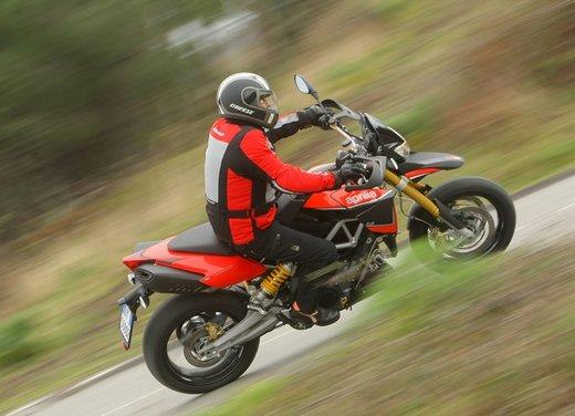 Aprilia Dorsoduro 1200 test ride: potenza sotto controllo - Foto 35 di 43