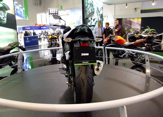 Kawasaki Z800 depotenziata a 35 kW per neopatentati - Foto 4 di 36