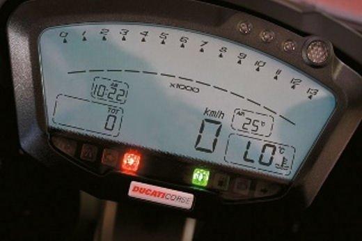 """Ducati 1198 SP """"Moto più Bella del Web 2011"""": Carlos Checa riceve il premio - Foto 11 di 11"""