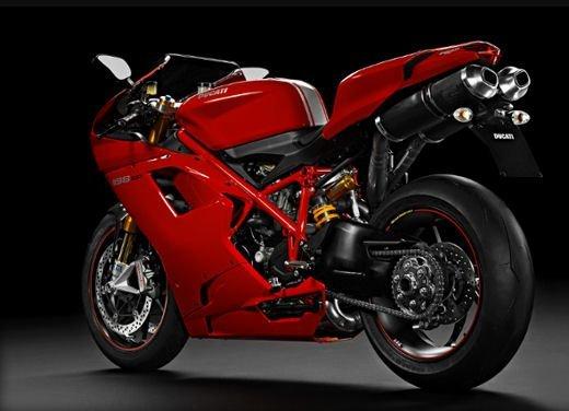 """Ducati 1198 SP """"Moto più Bella del Web 2011"""": Carlos Checa riceve il premio - Foto 9 di 11"""