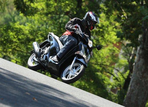 """Honda SH listino prezzi e caratteristiche dello scooter a """"ruote alte"""" Honda - Foto 3 di 33"""