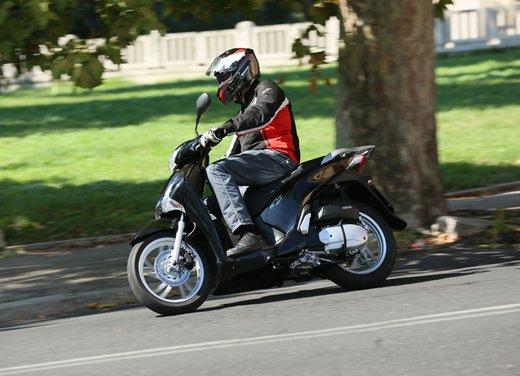 """Honda SH listino prezzi e caratteristiche dello scooter a """"ruote alte"""" Honda - Foto 4 di 33"""