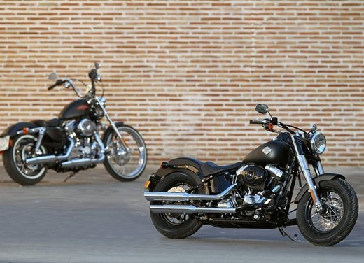 Harley Davidson Softail Slim test ride del bobber stile anni '50 - Foto 7 di 17