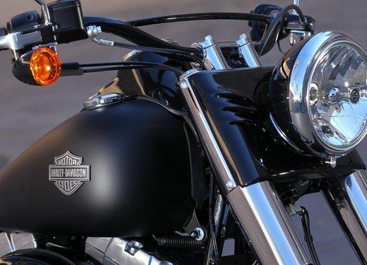 Harley Davidson Softail Slim test ride del bobber stile anni '50 - Foto 15 di 17