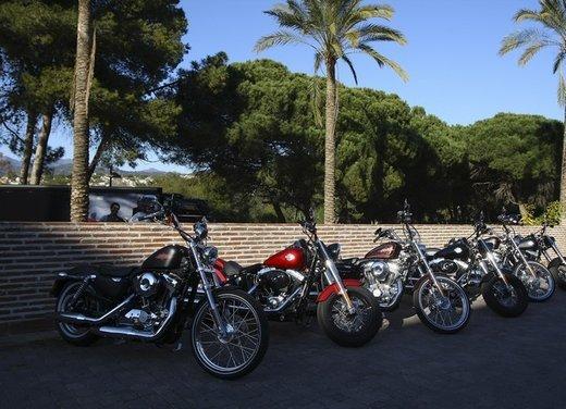 Harley Davidson Softail Slim test ride del bobber stile anni '50 - Foto 5 di 17