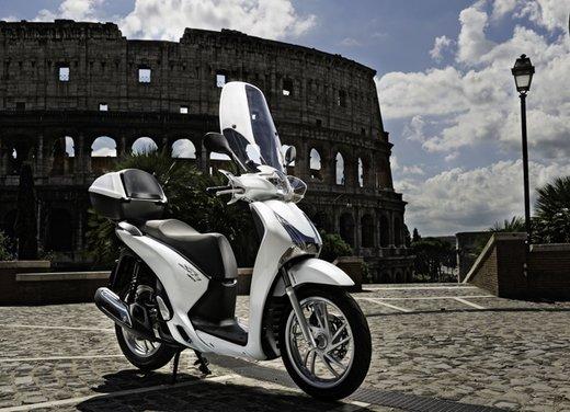 """Honda SH listino prezzi e caratteristiche dello scooter a """"ruote alte"""" Honda - Foto 8 di 33"""