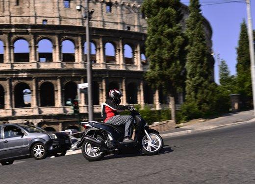 """Honda SH listino prezzi e caratteristiche dello scooter a """"ruote alte"""" Honda - Foto 5 di 33"""