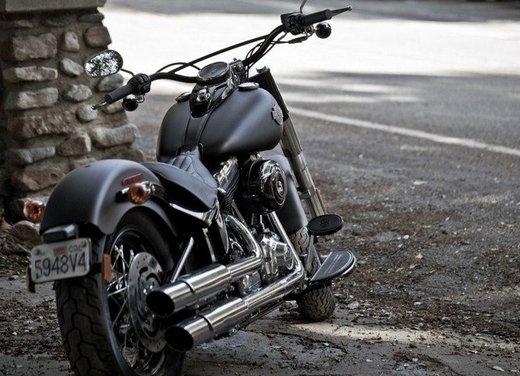 Harley Davidson Softail Slim test ride del bobber stile anni '50 - Foto 12 di 17