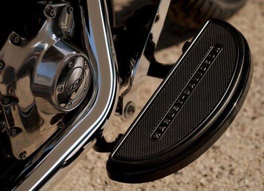Harley Davidson Softail Slim test ride del bobber stile anni '50 - Foto 16 di 17