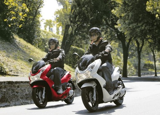 Honda PCX 150 - Foto 2 di 11