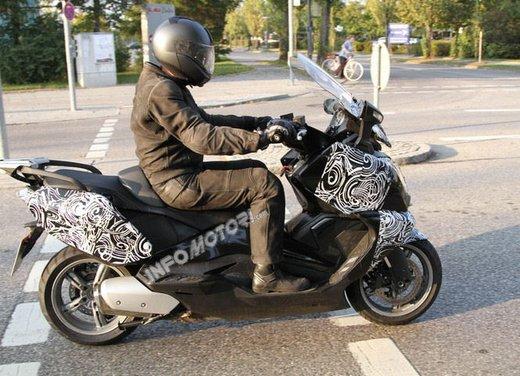 BMW Maxi Scooter: nuove foto spia e video di anteprima in attesa di Eicma 2011