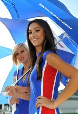 Umbrella girls al GP di Magny-Cours di SBK - Foto 10 di 13