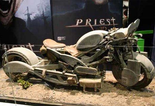 "Suzuki Gladius 650 nel film ""Priest"" - Foto 18 di 20"